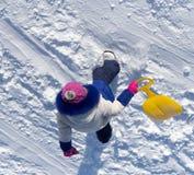 Kind, das eine Achterbahn im Winter reitet Lizenzfreies Stockbild
