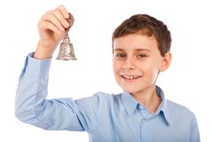 Kind, das eine Glocke schellt Lizenzfreie Stockfotos