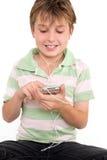 Kind, das einen digitalen Spieler verwendet Stockbild