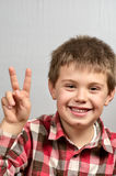 Kind, das hässliche Gesichter 21 macht Lizenzfreies Stockbild