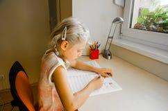 Kind, das Heimarbeit tut Lizenzfreies Stockbild