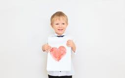 Kind, das Herz hält Lizenzfreie Stockfotografie