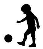 Kind, das mit Kugel spielt Stockbilder