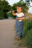 Kind, das nach Methode sucht Stockbild
