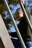 Kind, das oben den Schweber steigt Stockbilder