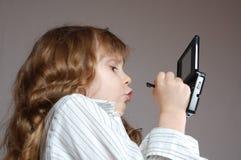 Kind, das Videospiel spielt Stockfotografie