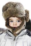 Kind dat de winterhoed draagt Stock Fotografie