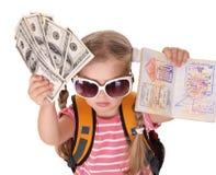 Kind dat internationaal paspoort en geld houdt. royalty-vrije stock foto's