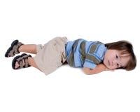 Kind dat op vloer legt royalty-vrije stock afbeelding