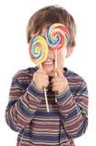 Kind dat twee lollys eet Stock Afbeelding