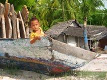 Kind in de boot in het Eiland van Nusa Lembongan Royalty-vrije Stock Afbeeldingen