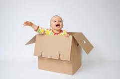Kind in de doos Stock Foto