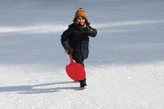 Kind in de sneeuw Stock Afbeelding