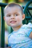 Kind in de speelplaats stock foto's