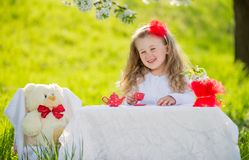 Kind in de Tuin royalty-vrije stock afbeelding