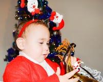 Kind in den Weihnachtskostümen Lizenzfreies Stockbild