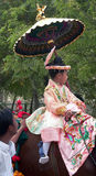 Kind in der Festival-Prozession stockbild