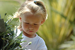 Kind in der Natur Lizenzfreie Stockbilder