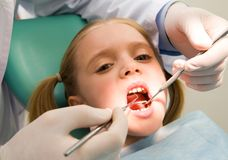 Kind an der Zahnheilkunde Lizenzfreies Stockfoto