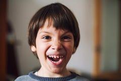 Kind die grappig gezicht maken royalty-vrije stock foto's
