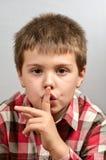 Kind die lelijke gezichten 17 maken Stock Foto