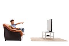 Kind die op iets letten dolkomisch op TV Royalty-vrije Stock Afbeelding