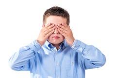 Kind die zijn ogen behandelen Stock Afbeelding