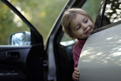 Kind in einem Auto Stockbild