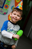 Kind an einem Geburtstag lizenzfreies stockfoto