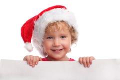 Kind in einem Weihnachtshut mit Leerzeichen Lizenzfreies Stockbild