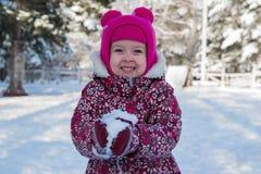 Kind in einem Winter Märchenland Lizenzfreie Stockbilder