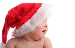 Kind in einer Weihnachtsschutzkappe, die beiseite 3 schaut stockfoto