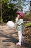 Kind en candyfloss stock foto