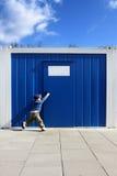 Kind en deur Stock Foto's