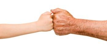 Kind en oude mensenhanden Stock Afbeeldingen