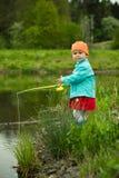 Kind fischt Stockbild