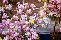 Kind am Frühling Lizenzfreie Stockbilder