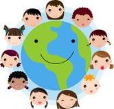 Kind-Gesichter vereinigt um Erde-Handschuh Stockfotografie