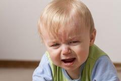 Kind gestört und nicht sehr glücklich stockfotografie