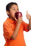 Kind gibt einen Daumen für Äpfel auf Lizenzfreies Stockbild