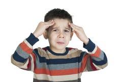 Kind haben Kopfschmerzen stockbild