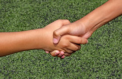 Kind Hand in Hand Stockbild
