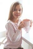 Kind het drinken cacao Royalty-vrije Stock Afbeeldingen