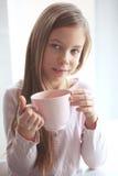 Kind het drinken cacao Stock Foto's