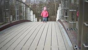 Kind het lopen