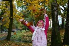 Kind in het park Stock Afbeeldingen