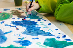 Kind het schilderen Stock Foto's