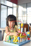 Kind het spelen stuk speelgoed Royalty-vrije Stock Afbeelding