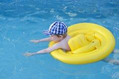 Kind het zwemmen Royalty-vrije Stock Foto's
