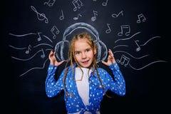 Kind in hoofdtelefoons Stock Foto